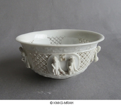 Bowl in blanc de Chine porcelain, openwork decoration