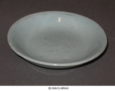 Small plate with central floral motive (Qingbai stoneware)