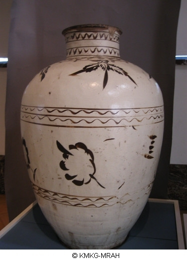 Large jar with painted decoration (Cizhou)
