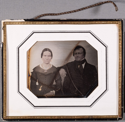 Portrait of Goldsmith Bror Thure Thuresson (19.8.1808-16.2.1864) with his wife Anna Sofia (28.11.1813-31.7.1882). Jewellery is hand coloured.