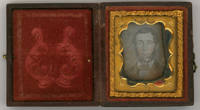 The daguerreotype is in a relatively good condition of conservation. The image is visible, there are signs of oxidation.The tray retainer is missing.