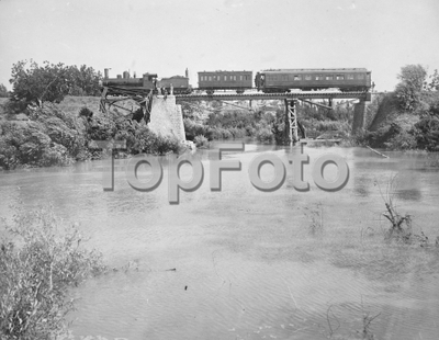 Hama , Syria . Railway bridge across the River Orontes on the Rayak Aleppo Section . 1925